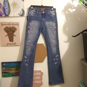 NWT silber kiss distressed embroidered jeans